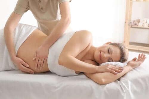Vier voordelen van prenatale massage
