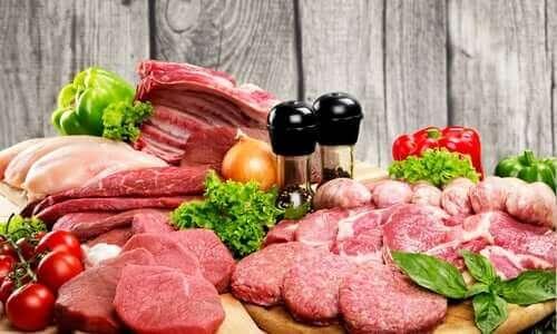 Een stapel rauw vlees