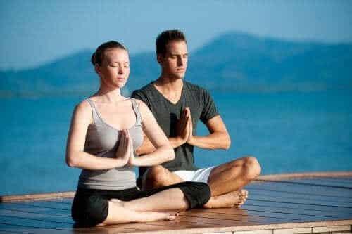 Yoga beoefenen met je partner