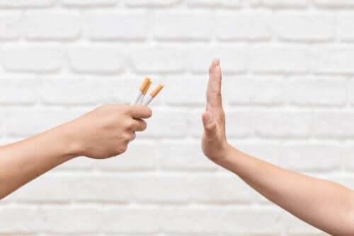 Iemand zegt nee tegen sigaret