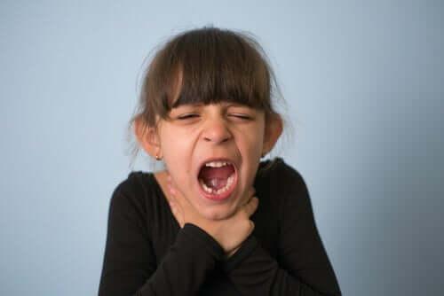 Verstikking bij kinderen: wat te doen en hoe het te voorkomen