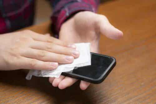 Coronavirus: hoe je je mobiel schoonmaakt