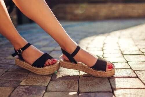 Wat doe je aan een vieze geur in je sandalen?