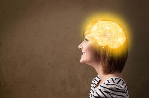 Vrouw met lichtgevende hersenen