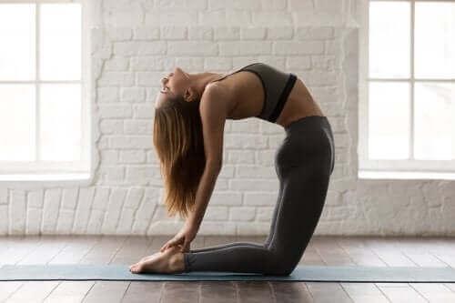 5 yogahoudingen om je buikspieren te trainen