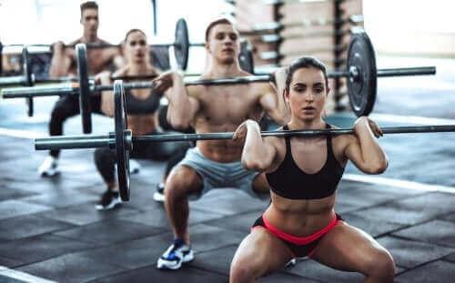 De voordelen en risico's van CrossFit