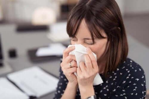 Gebruik papieren zakdoejes om het coronavirus te helpen voorkomen