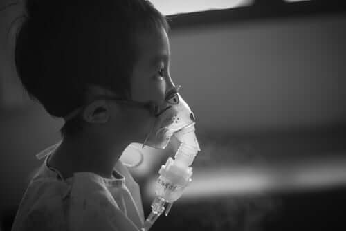 Kind krijgt zuurstof