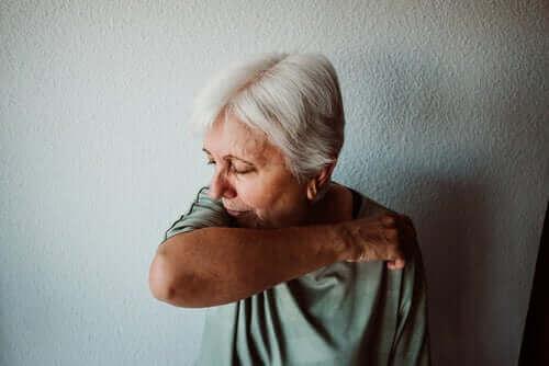 Zieke oudere vrouw
