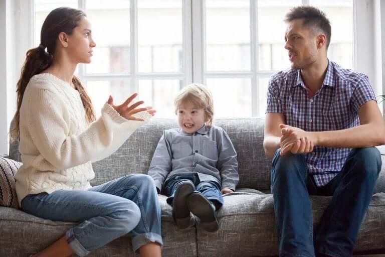 Ouders met ruzie waar hun kind bij is