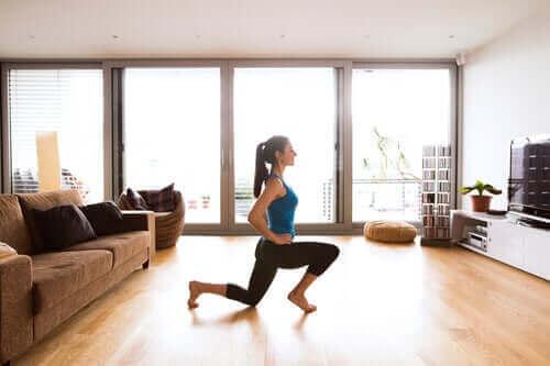 Hoe je tijdens de lockdown de bloedsomloop in je benen kunt verbeteren