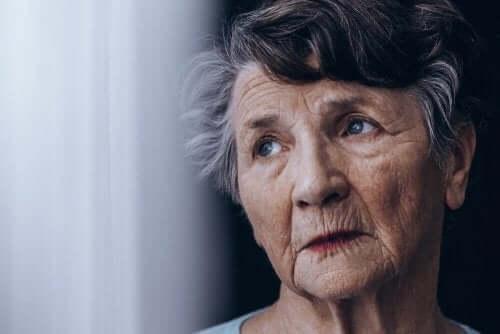 Oudere vrouw met dementie