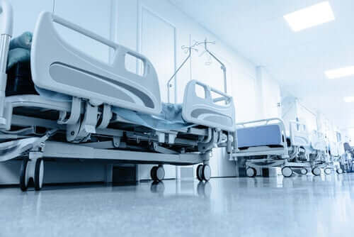 Rij met ziekenhuisbedden