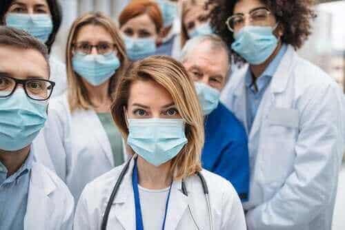Waarom zoveel zorgverleners met het coronavirus besmet zijn