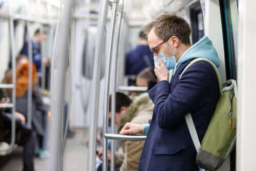 Draag een gezichtsmasker als je naar buiten moet