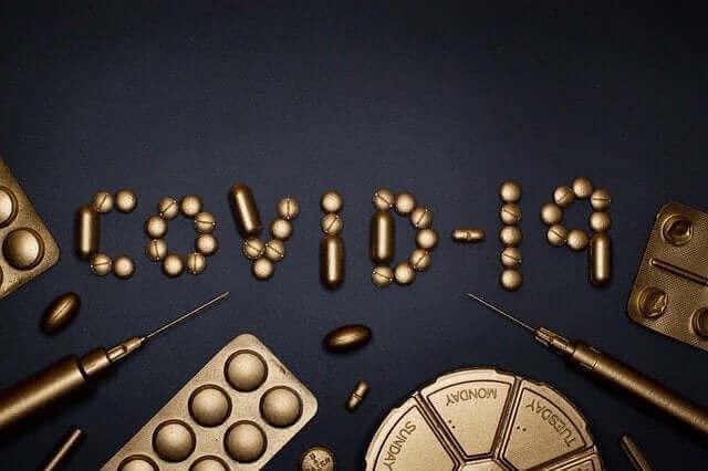 Het woord covid-19 met pillen gemaakt