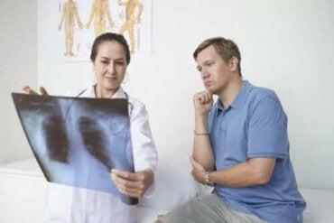 Symptomen, oorzaken en behandeling van pleuritis
