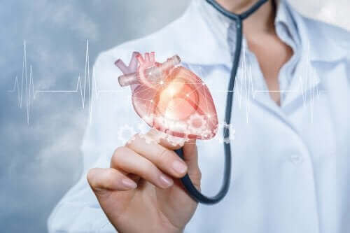 Een arts met een plastic hart