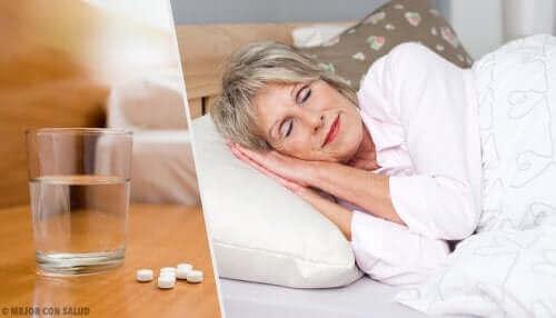 Vrouw gebruikt hypnotica of slaappillen om te slapen