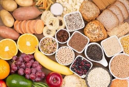 Een scala aan fruit groenten en peulvruchten