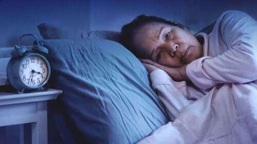 Vrouw ligt om half 4 's nachts wakker