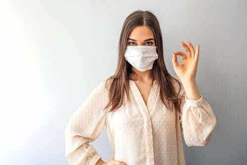 Zouden we allemaal een masker moeten dragen tegen het coronavirus?