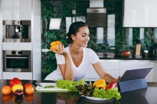 Helpt het overslaan van het diner om af te vallen?