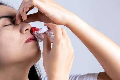 De meestvoorkomende oorzaken van een neusbloeding