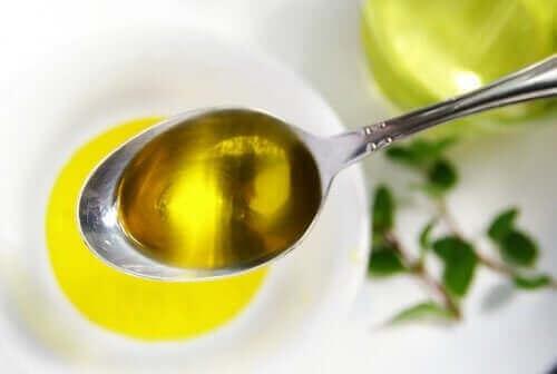 Een lepel olijfolie