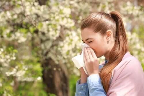 Overproductie van slijm in de keel door bijvoorbeeld allergie