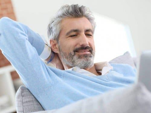 Man met grijs haar