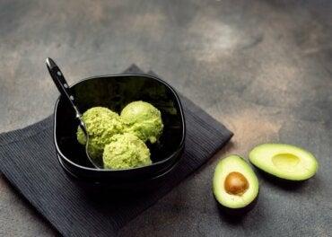 Hoe je een romige avocadosaus maakt