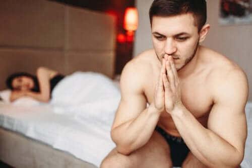 Een bezorgde man in bed