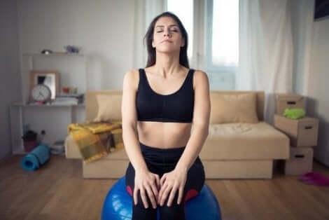 het uitvoeren van ademhalingsoefeningen om je slaap te verbeteren