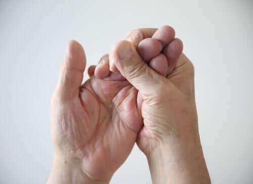Samengeknepen hand