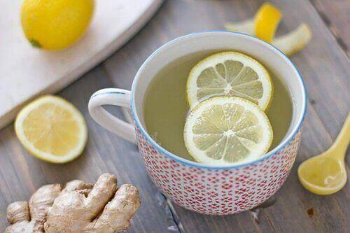 Infusie van citroen en gember