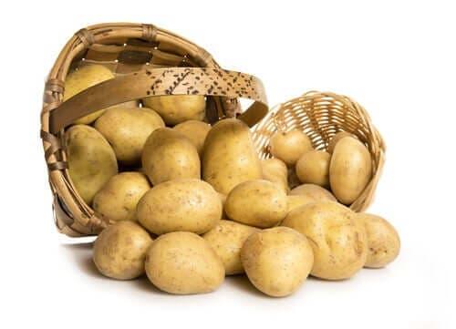 Mand met aardappelen