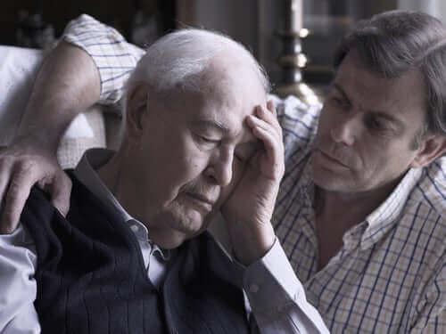 Zoon stelt oudere vader gerust