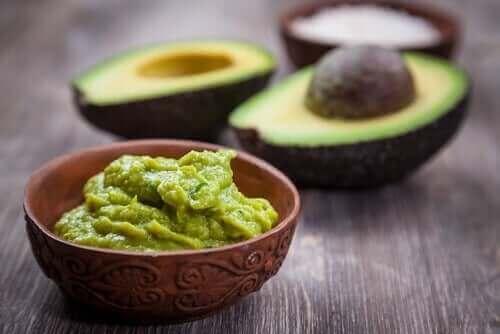 Schaaltje met avocadosaus
