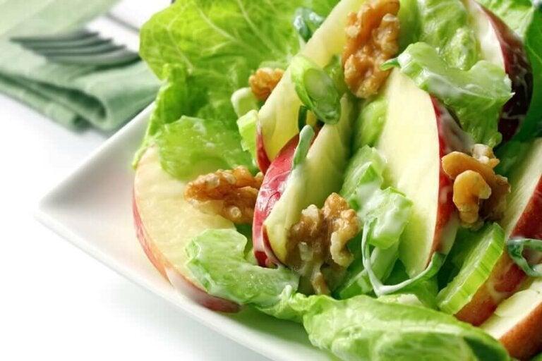 Recept voor eenvoudige zelfgemaakte waldorfsalade
