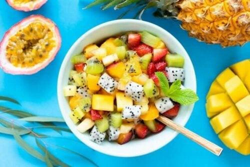 6 heerlijke recepten voor fruitsalades met verse kruiden