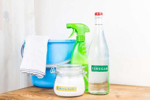 huishoudelijke schoonmaakmiddelen
