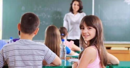 Een blij kind in de klas