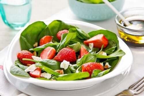 Fruitsalades met aardbeien