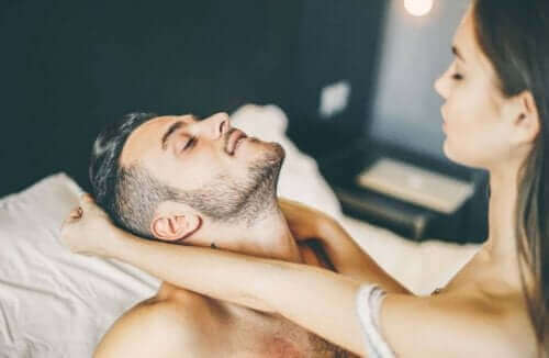Een meervoudig orgasme en tantra