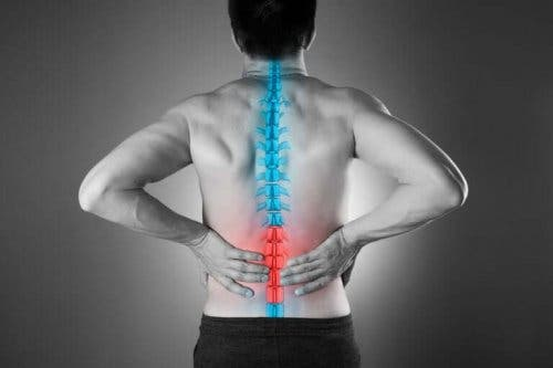 Vier natuurlijke manieren om lage rugpijn te verlichten