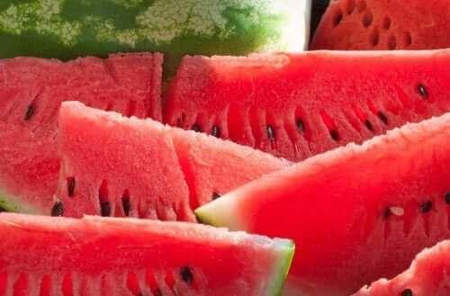 heerlijke recepten voor fruitsalades met verse kruiden en watermeloen
