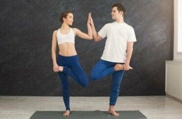 Yoga voor koppels: je relatie versterken