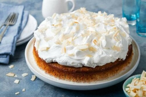 Tres leches cake met topping