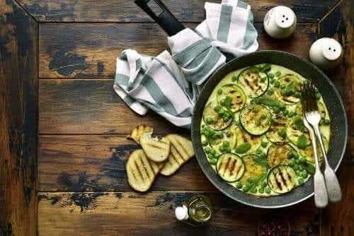 Een sappige vegan omelet met courgette